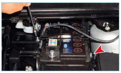 Ford Focus II. Снятие аккумуляторной батареи