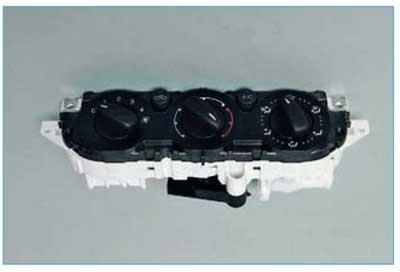 Ford Focus II. Снятие блока управления отопления, вентиляцией, кондиционированием и вентилятора отопителя